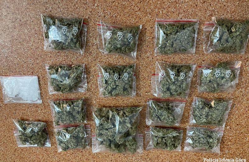 Jelenia Góra: Ponad 2400 porcji narkotyków nie trafi na rynek