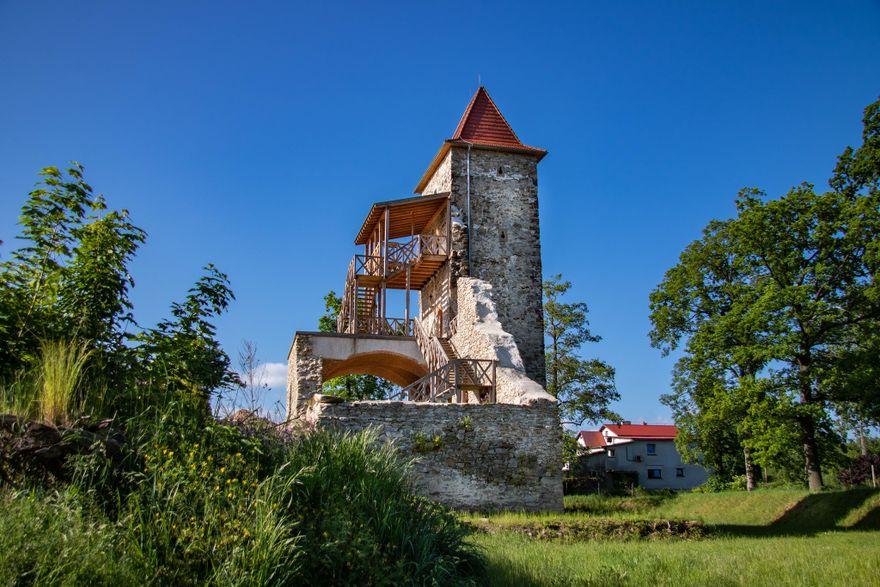 Stara Kamienica: Wandale niszczą zamek