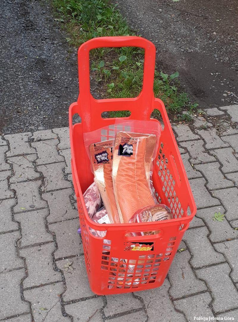 Jelenia Góra: Po służbie policjant zatrzymał dwóch podejrzanych