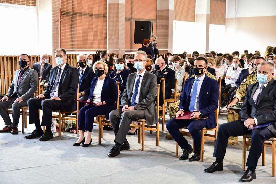 Rakowice Wielkie: Wiceminister Marzena Machałek  z wizytą w rakowickiej szkole