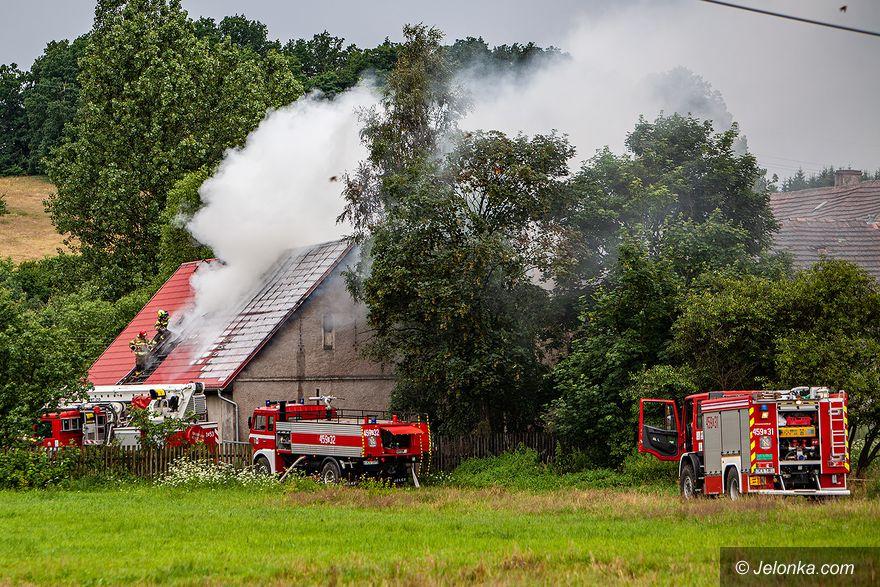 Marciszów: Pożar domu od pioruna