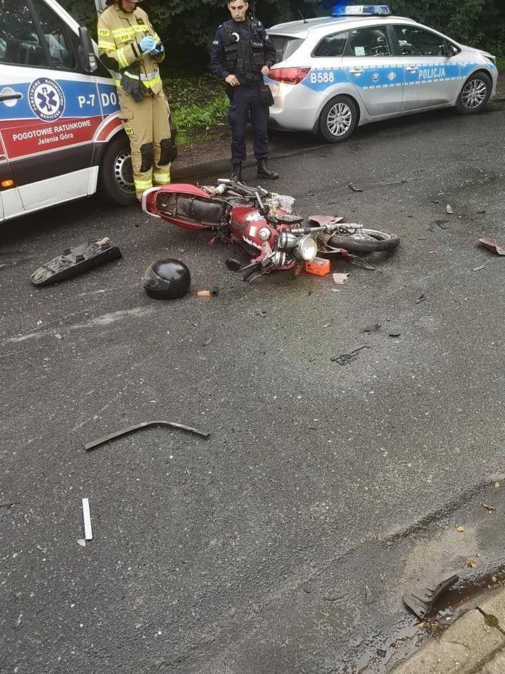 Janowice Wielkie: Zderzenie motocykla z samochodem osobowym