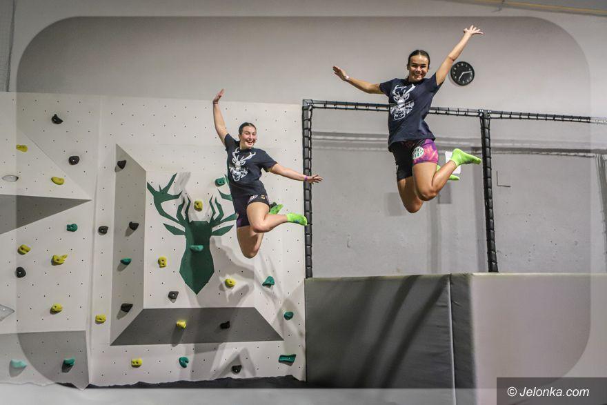 Jelenia Góra: Szczypiornistki trenowały na trampolinach