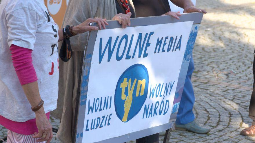Jelenia Góra: KOD w obronie TVN–u