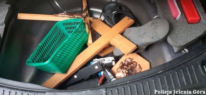 Jelenia Góra: Okradli kaplicę i wpadli przez kolizję na drodze