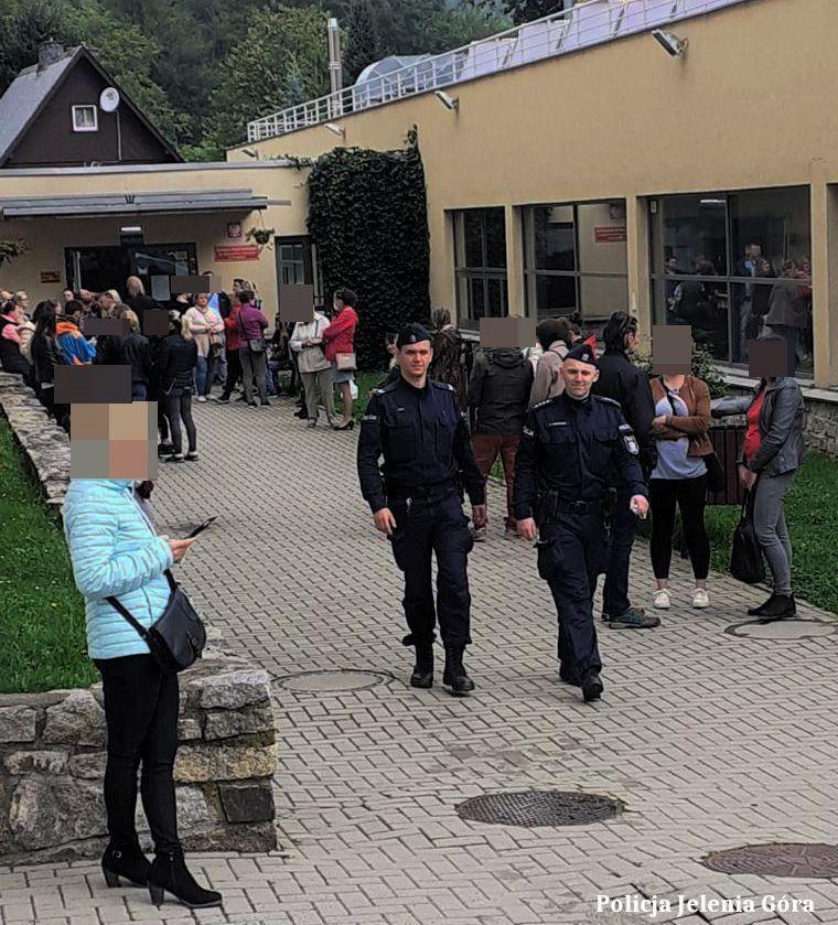Powiat: Jeleniogórscy policjanci czuwają przy szkołach