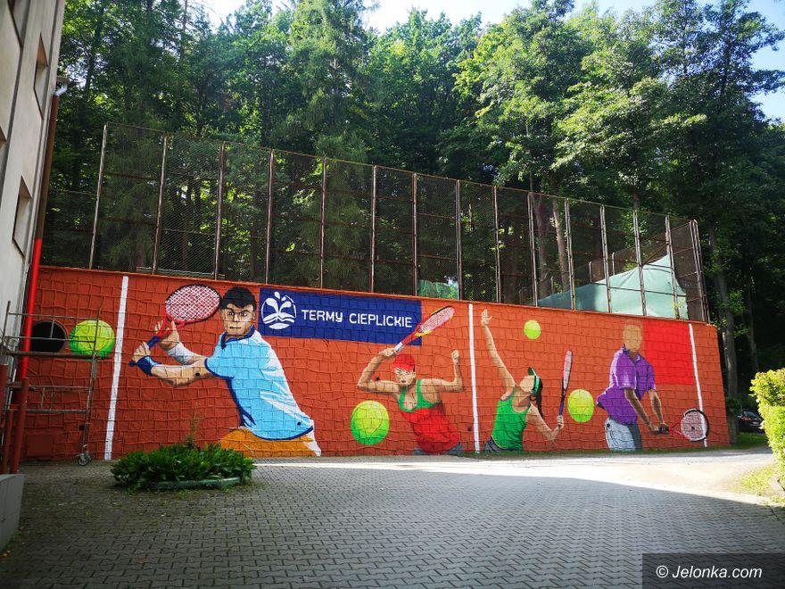 Jelenia Góra: Przy kortach powstaje mural