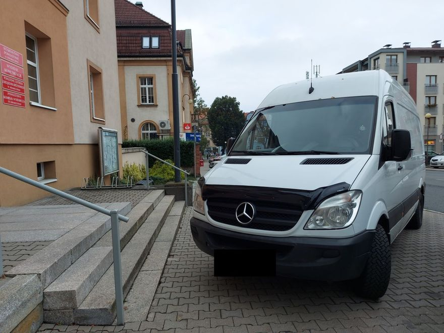 Jelenia Góra: Zastawił busem schody