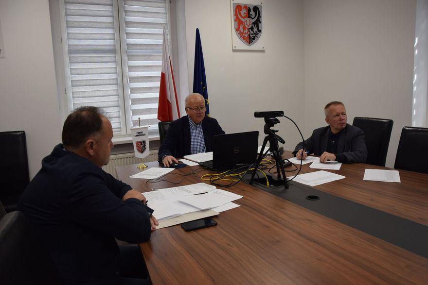 Powiat: Na sesji powiatu o współpracy ratowników