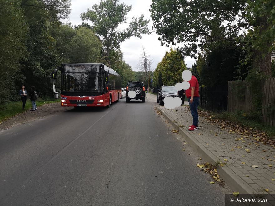 Jelenia Góra: Omijał autobus i potrącił 13–letniego chłopca