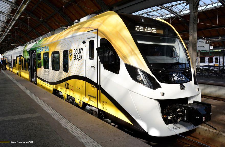 Wrocław: Zaprezentowali pociąg hybrydowy