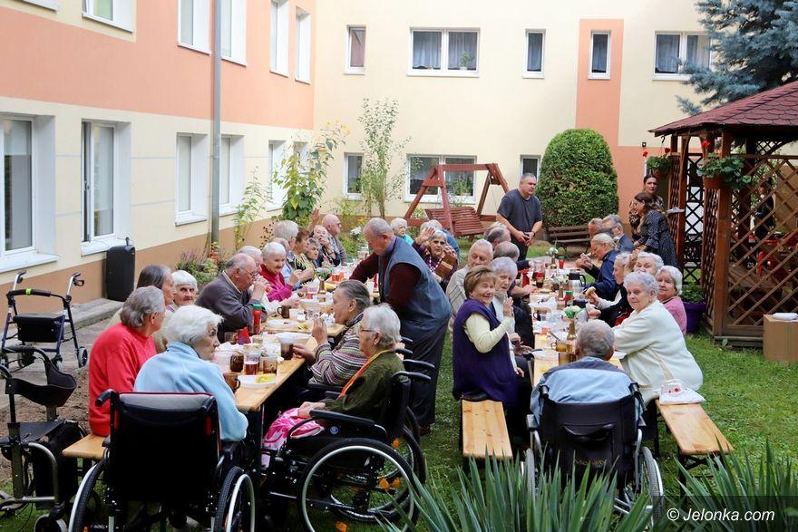 Jelenia Góra: W DPS świętują Dzień Seniora