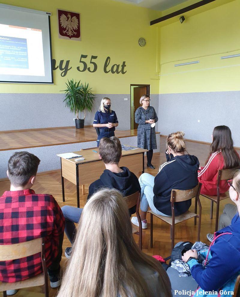 Jelenia Góra: Jeleniogórska policjantka z wizytą w szkole