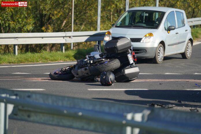 Krzewie Wielkie: Groźny wypadek z udziałem motocyklisty
