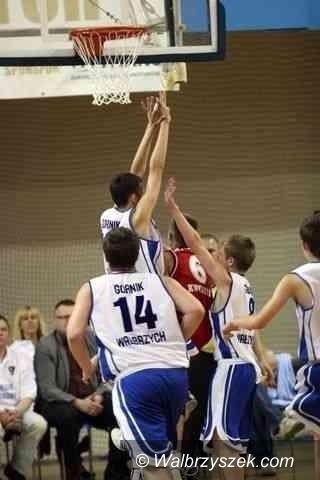 Wałbrzych: Koszykarskie derby w III lidze