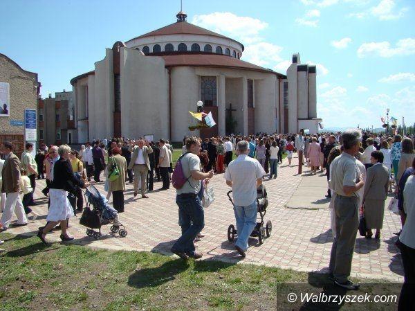 Wałbrzych: Parafia Podwyższenia Krzyża Świętego ma 30 lat