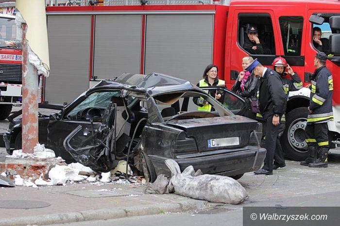 Wałbrzych: Groźny wypadek na Placu Tuwima. Jedna osoba w stanie ciężkim,przechodzień nie żyje