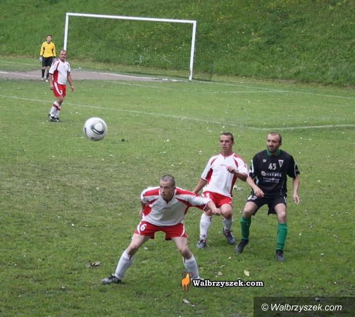 REGION: Piłkarska klasa A: Szczyt w Jaworzynie Śląskiej