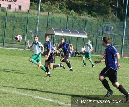 REGION: Piłkarska klasa okręgowa: MKS coraz bliżej czołówki