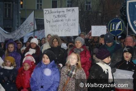 Wałbrzych: Apel społeczności PSP nr 12 do radnych