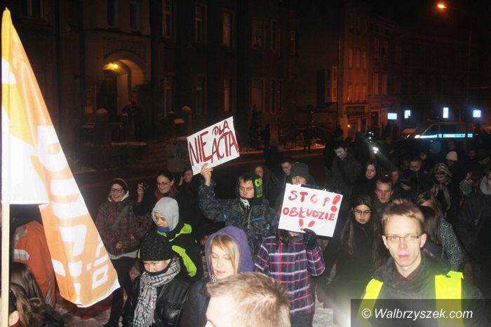 Wałbrzych: Młodzież manifestowała przeciwko umowie ACTA