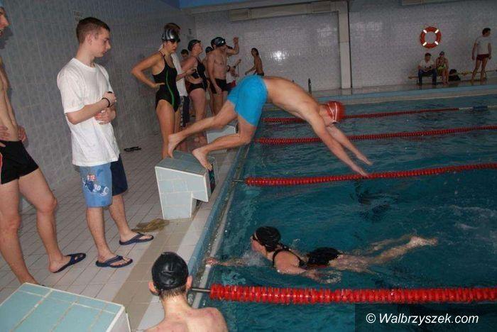 Wałbrzych: Powiatowa Liga Pływacka po kolejnej rundzie