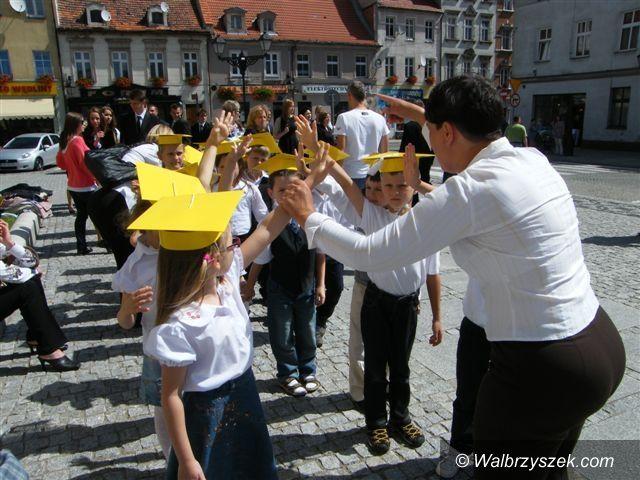 Świebodzice: Tańczące pary na Rynku w Świebodzicach