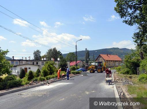 REGION, Głuszyca: Starostwo remontuje ul. Kolejową w Głuszycy i ul. Spółdzielców w Grzmiącej
