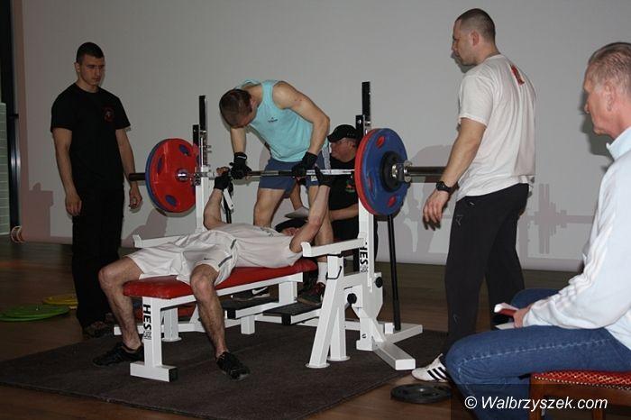Wałbrzych: IV Ogólnopolskie Mistrzostwa Wałbrzycha w Wyciskaniu Sztangi Leżąc
