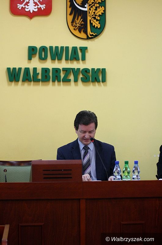 powiat wałbrzyski: Konkurs na dyrektora szkoły wywołał gorącą dyskusję podczas sesji Rady Powiatu Wałbrzyskiego