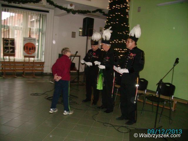Wałbrzych: Mikołajki i Barbórka w PSP z OI