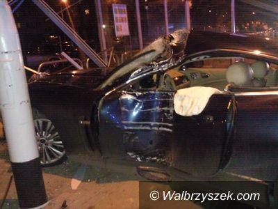 Wałbrzych: Pijany kierowca wjechał w wiatę przystankową