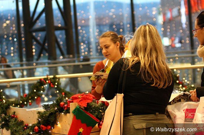 Wałbrzych: Pakowanie prezentów w Galerii Victoria
