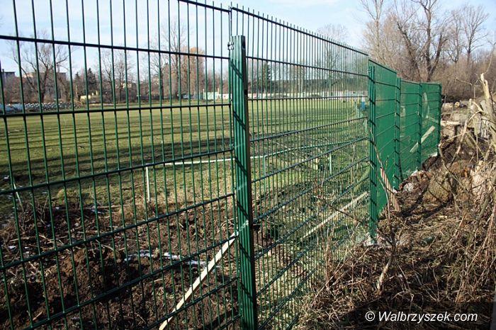 Wałbrzych: Stadion Czarnych z ogrodzeniem