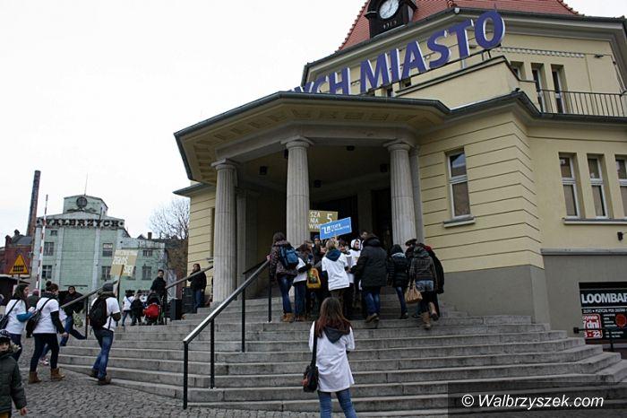Wałbrzych: Happening na Dworcu Miasto
