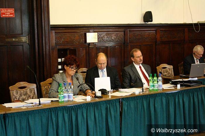 """Wałbrzych: Program """"Zielony Wałbrzych"""" i zasady wynajmowania lokali najważniejszymi punktami sesji"""