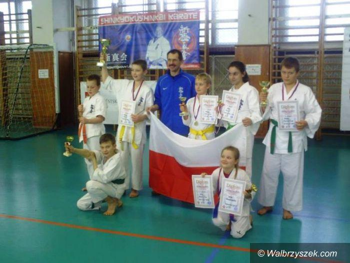 Szczawno Zdrój: Pięć medali dla karateków ze Szczawna Zdroju