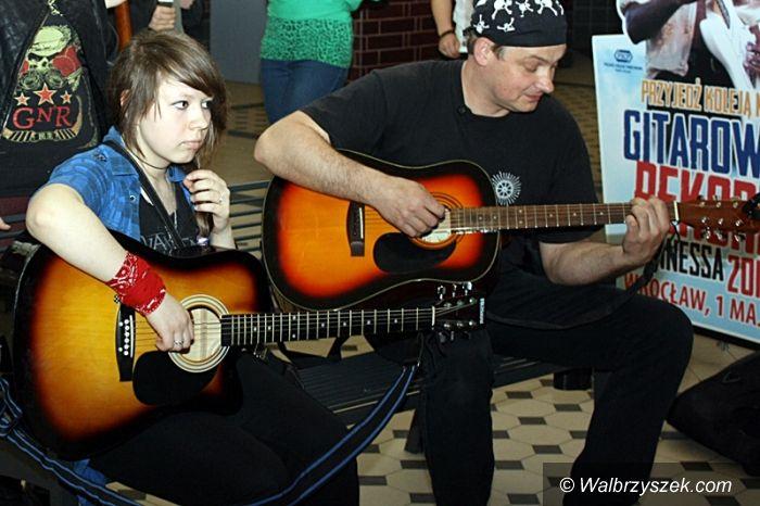 Wałbrzych: Warsztaty gitarowe na Dworcu Miasto