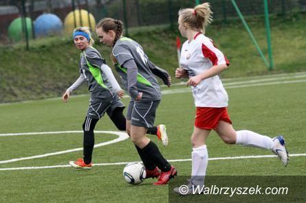 REGION: III liga piłki nożnej kobiet: AZS II i VAW pewnie wygrywają swoje mecze