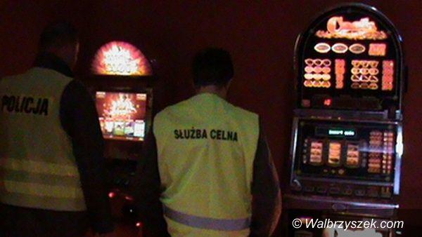 Wałbrzych: Zabezpieczono nielegalne automaty do gier losowych