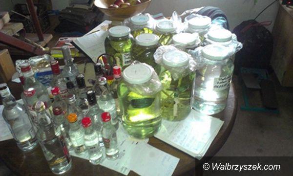 Region: Policjanci zabezpieczyli nielegalną wytwórnię alkoholu
