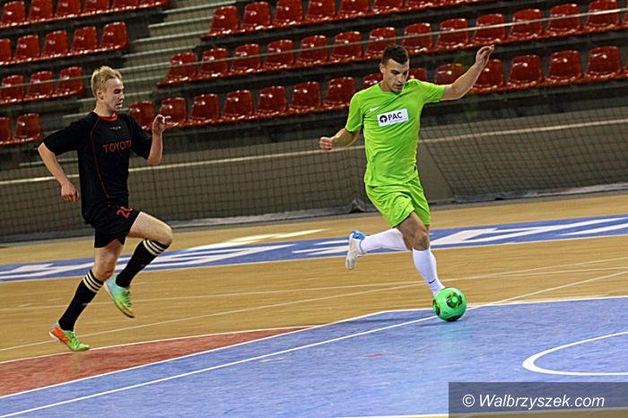Wałbrzych: Pracownicy WSSE grali w piłkę nożną