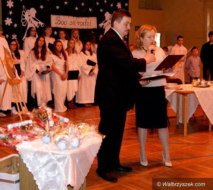 Wałbrzych: Otwarcie placu zabaw i Jasełka w PSP nr 17 w Wałbrzychu