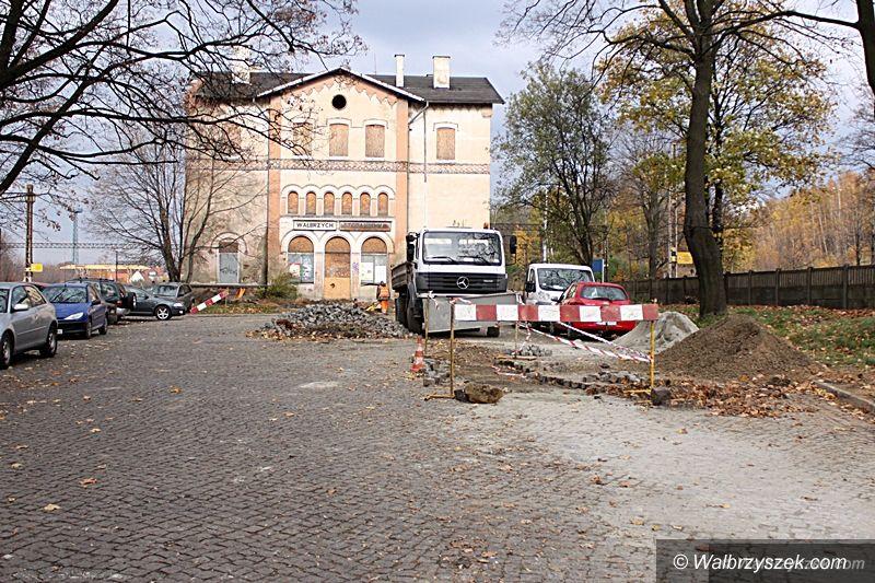 Wałbrzych: Ruszyły prace przy dworcu kolejowym w Szczawienku