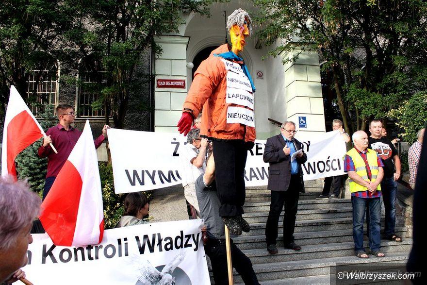 Wałbrzych: Manifestacja poparcia dla reformy wymiaru sprawiedliwości