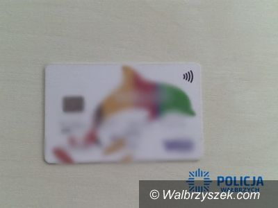 powiat wałbrzyski: Znalazł cudzą kartę płatniczą i kilkakrotnie z niej skorzystał