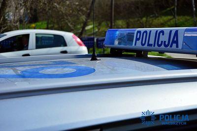 Wałbrzych: 18–latek będący pod wpływem alkoholu przyjechał zabezpieczyć samochód nietrzeźwego kolegi