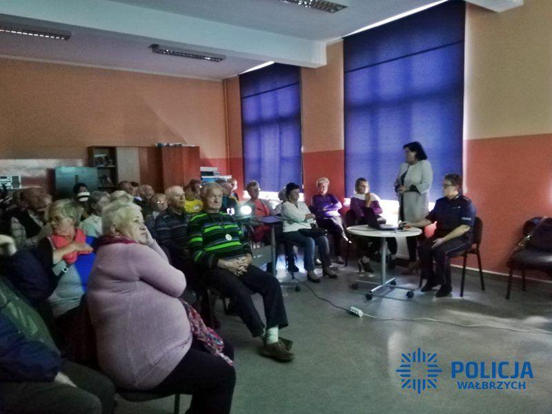 """Wałbrzych: Policjanci o bezpieczeństwie podczas """"V Wałbrzyskich Senioraliów"""""""