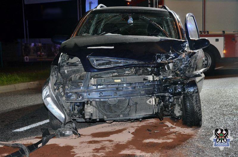 Wałbrzych: 62–latka na drodze dwujezdniowej wjechała pod prąd i doprowadziła do czołowego zderzenia z innym pojazdem
