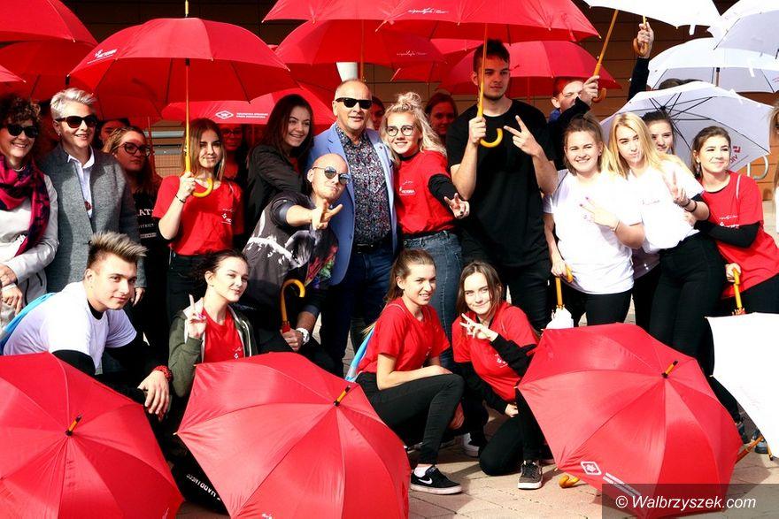 Wałbrzych: Flash Mob przed Galerią Victoria